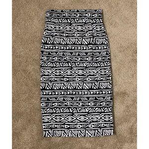 Dresses & Skirts - Black & White Pattern Pencil Skirt